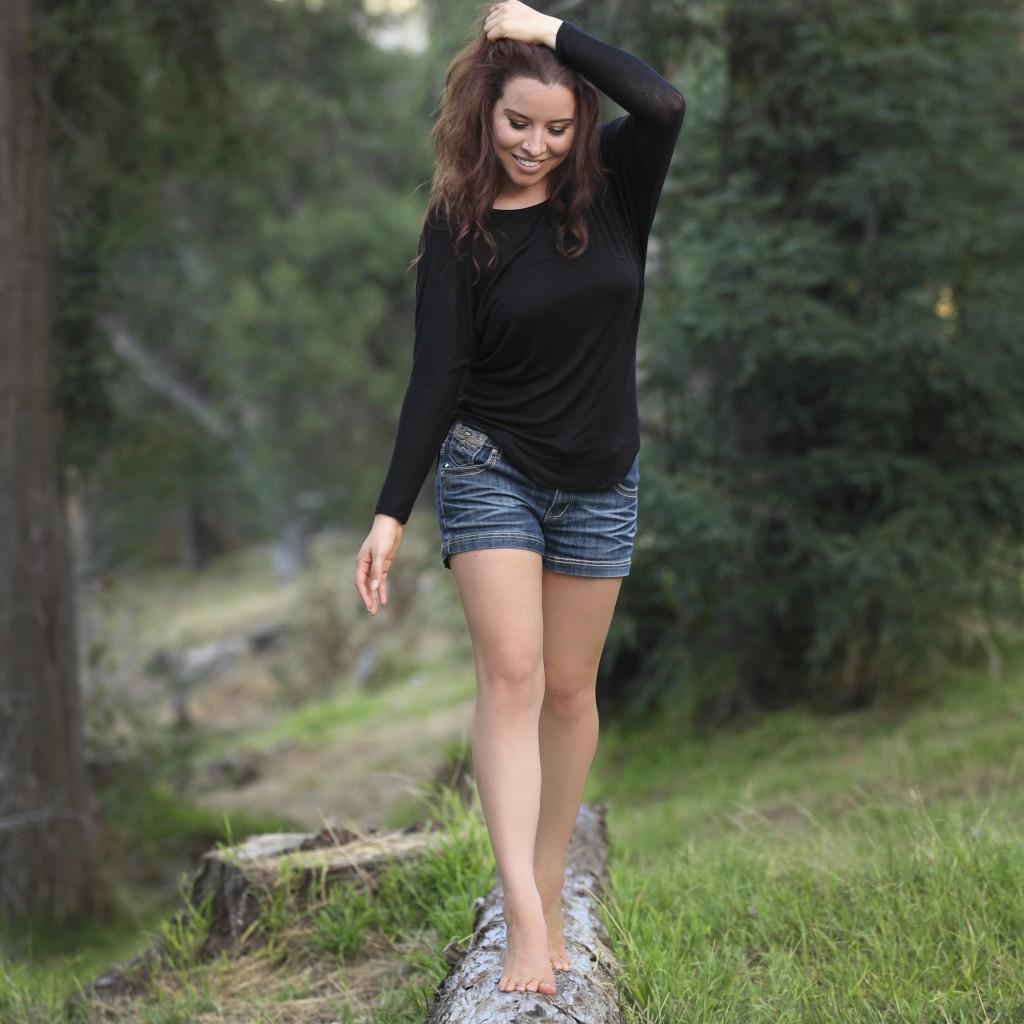 walking-on-log-audrey